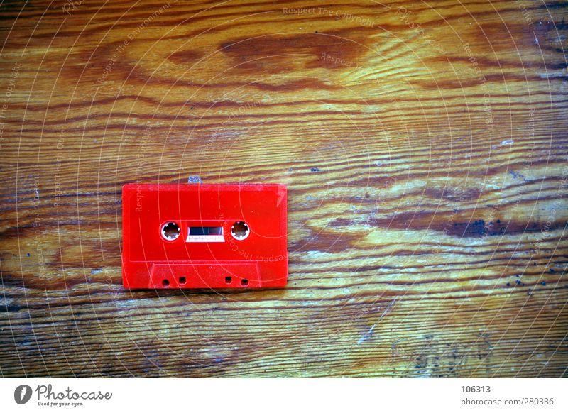 Fotonummer 240149 alt rot Erotik Musik dreckig Tisch einzigartig retro Medien hören Jugendkultur Quadrat analog verloren altehrwürdig