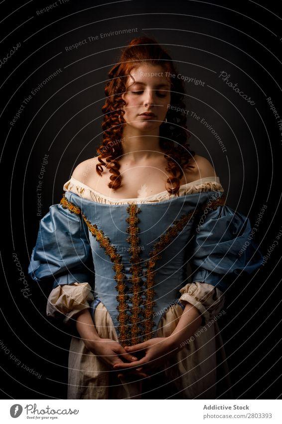 Schöne Frau in mittelalterlicher Kleidung Barock rothaarig Karneval Renaissance Prinzessin Königlich Maskerade Phantasie Bekleidung Aristokratie Mode elegant