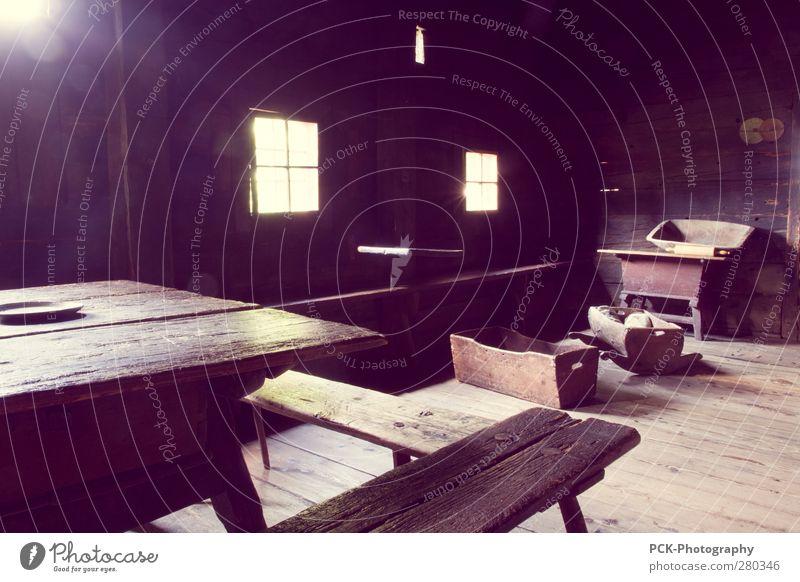Bauernhaus alt Einsamkeit schwarz Haus Fenster Holz Autofenster Bodenbelag violett Hütte Holzfußboden Lichtspiel Altertum Landwirtschaftliche Geräte