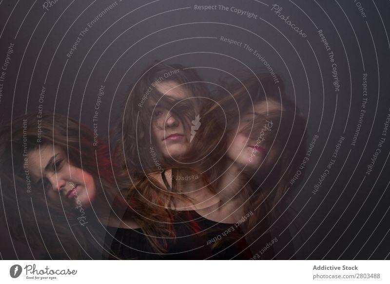 Attraktive junge verwirrte Frau Irritation Jugendliche attraktiv schön Lippen rot Zweifel niedlich besinnlich Beschluss u. Urteil Problematik Ausdruck Denken