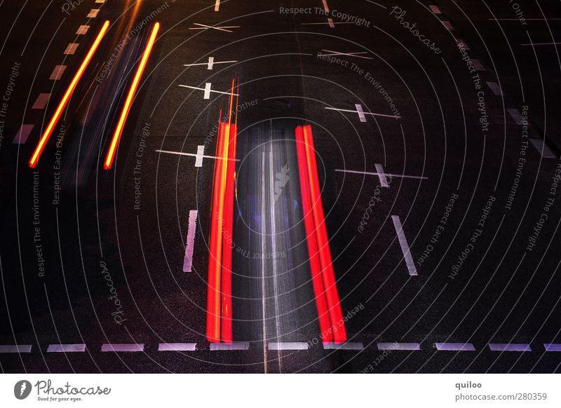 Bremsspur weiß rot schwarz Straße orange Kraft Verkehr modern Geschwindigkeit gefährlich leuchten Streifen bedrohlich fahren Güterverkehr & Logistik Asphalt