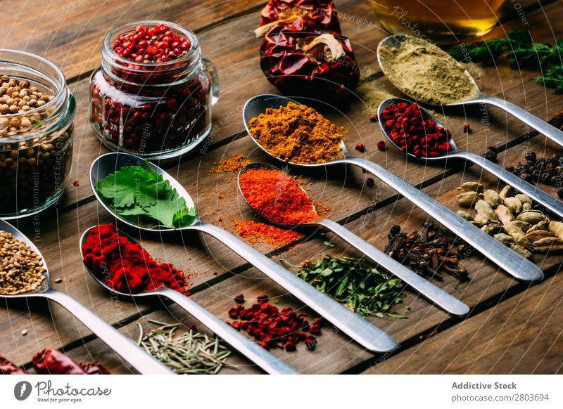 Set aus verschiedenen Gewürzen auf dem Tisch Kräuter & Gewürze Sortiment Erdöl Küchenkräuter kochen & garen Essen zubereiten Zutaten Kulisse frisch Dill