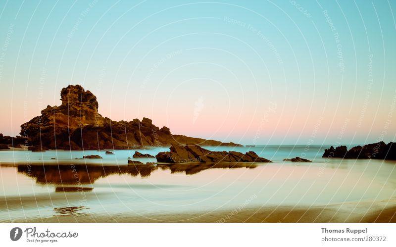 Felsen im Morgengrauen Sommer Sonne Strand Meer Wellen Umwelt Natur Landschaft Sand Wasser Himmel Wolkenloser Himmel Sonnenaufgang Sonnenuntergang