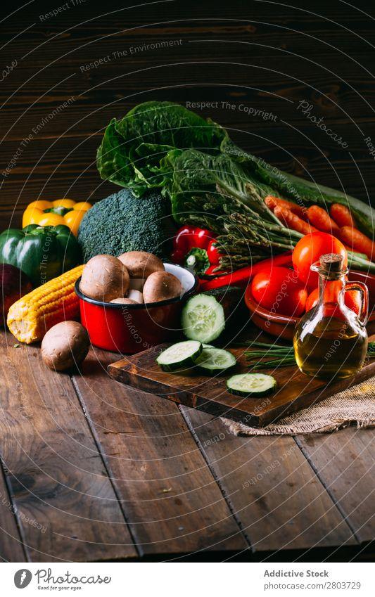 Gemüse und Geschirr auf dem Küchentisch kochen & garen Tisch Leinen frisch Lebensmittel Gesundheit organisch