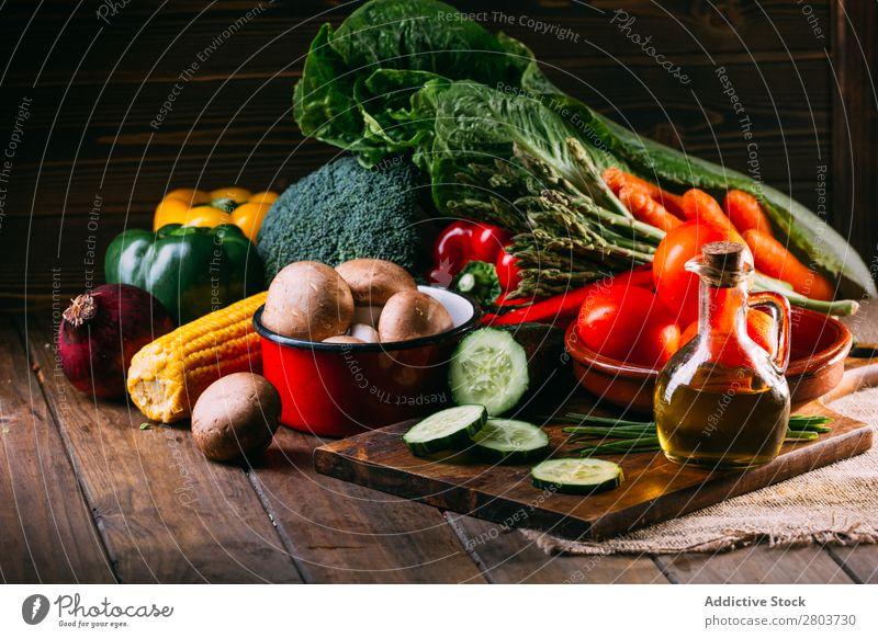 Gemüse und Geschirr auf dem Küchentisch Utensilien kochen & garen Tisch Leinen Sortiment frisch Lebensmittel Gesundheit organisch Vegane Ernährung Messer