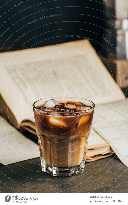 Kaltes Espresso-Kaffeeglas Antiquität aromatisch Bohnen Getränk Buch Frühstück brauen braun Koffein Kaffeepause Kaffeekanne Creme Tasse trinken Emaille
