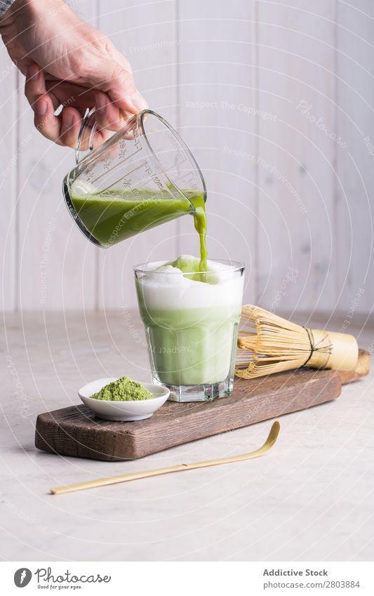 Matcha Latte sortiert Bambus Getränk brauen trinken grün Hand Gesundheit Kräuter & Gewürze Japaner Mann Matcha-Tee Milch Pulver Baggerlöffel Portion Löffel