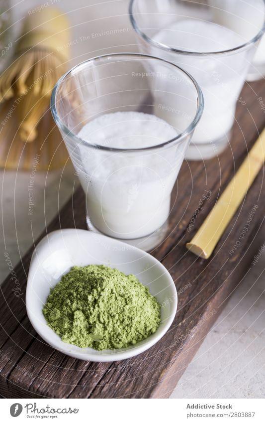 Matcha Latte Holz Pulver Matcha-Tee Kräuter & Gewürze Milch trinken Rührbesen Baggerlöffel Teekanne Japaner sortiert Gesundheit grün Getränk Wasser brauen