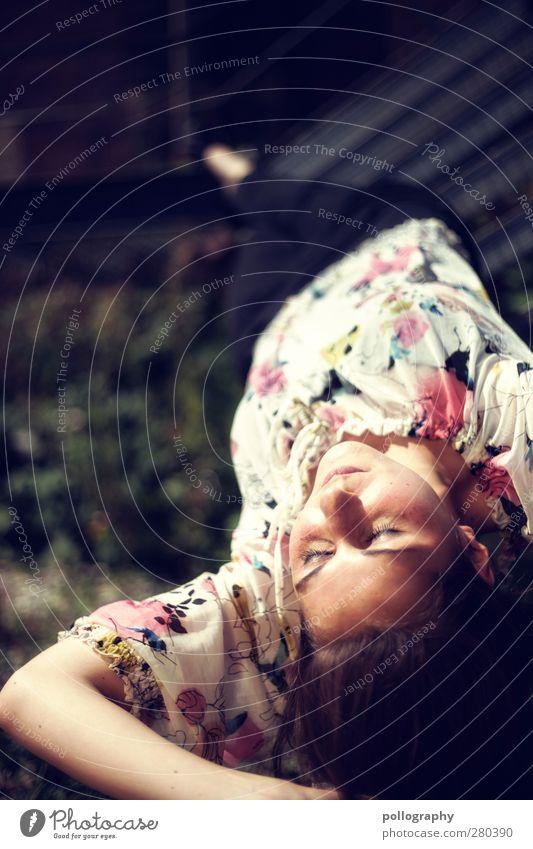 dream about (VIII) Mensch Frau Jugendliche Freude Erwachsene Erholung feminin Leben Junge Frau Gefühle Glück träumen Stimmung 18-30 Jahre liegen Zufriedenheit
