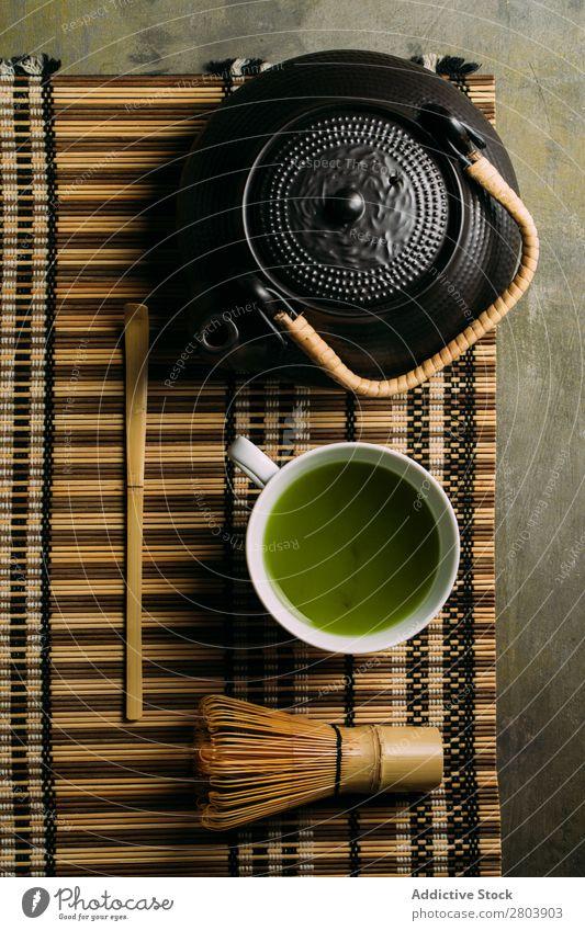 Zubereitung von Matcha-Tee sortiert Bambus Getränk brauen Tasse dunkel trinken grün Gesundheit Kräuter & Gewürze Japaner Pulver Baggerlöffel Löffel Teekanne