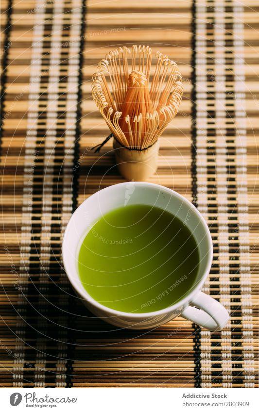 Zubereitung von Matcha-Tee sortiert Bambus Getränk brauen Tasse dunkel trinken grün Gesundheit Kräuter & Gewürze Japaner Pulver Baggerlöffel Teekanne Wasser