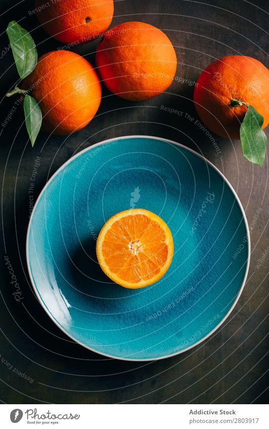 Frisches Orange im Teller aus Blaugrün Gesundheit frisch saftig Hintergrundbild Frucht lecker