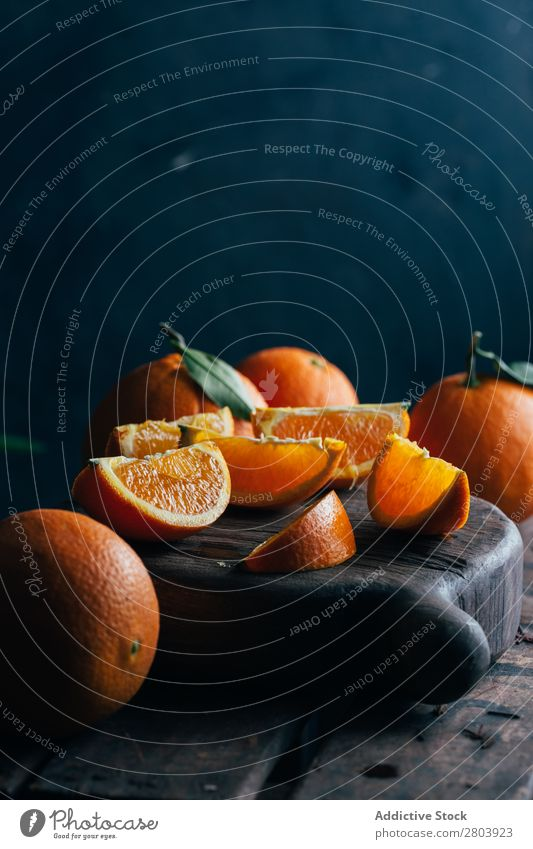 Frisch geschnittene Orangen Biografie Frühstück Zitrusfrüchte lecker trinken frisch Frucht Gesundheit Saft organisch roh geschmackvoll Vitamin Feinschmecker