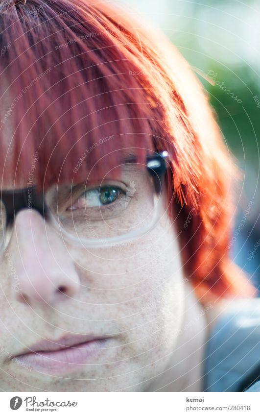 Rotlicht Mensch Frau schön rot ruhig Erwachsene Auge feminin Leben Haare & Frisuren Kopf Mund Nase nachdenklich Lifestyle Warmherzigkeit