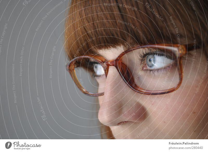 Durchblick² feminin Junge Frau Jugendliche Erwachsene Haare & Frisuren Auge Nase 1 Mensch 18-30 Jahre Brille brünett rothaarig Pony beobachten Denken lernen