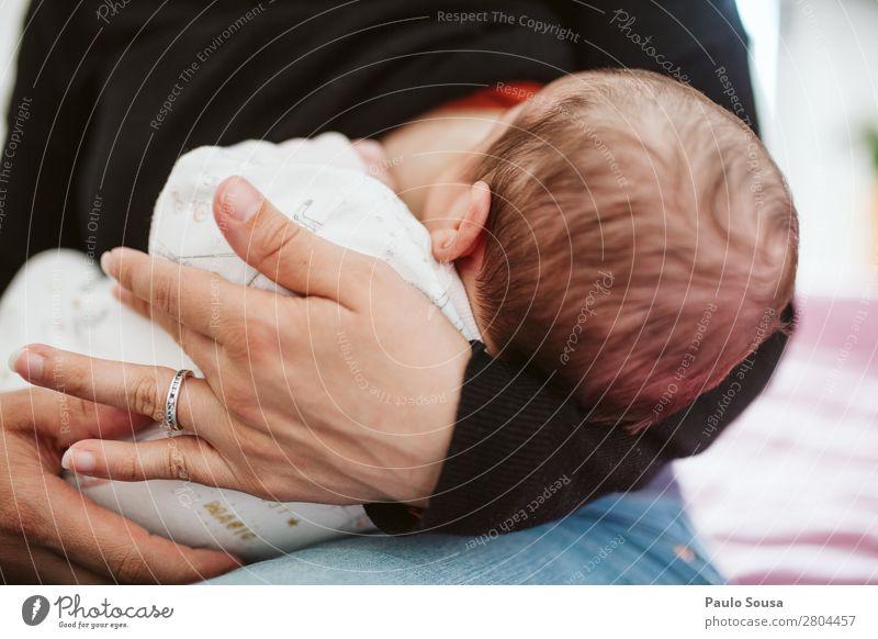 Stillen feminin Kind Baby Kleinkind Mutter Erwachsene Kopf 1 Mensch 0-12 Monate Essen Fressen füttern genießen Zusammensein Tochter neugeboren Krankenpflege