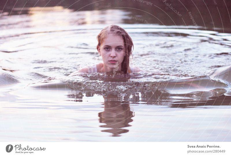verschwommen. feminin Junge Frau Jugendliche Haare & Frisuren Gesicht 1 Mensch 18-30 Jahre Erwachsene Umwelt Natur Wasser See blond langhaarig nass natürlich