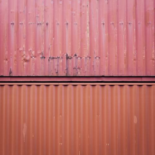DoppelRot alt rot Metall Linie orange Verkehr paarweise Industrie Güterverkehr & Logistik Quadrat Handel Container Abnutzung minimalistisch rustikal