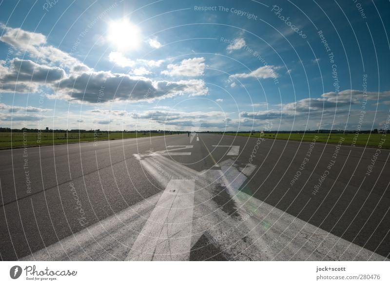 RWY 27 Himmel Sommer Wolken Ferne Umwelt Wege & Pfade Berlin Freiheit Linie Stimmung Horizont Park leuchten Luftverkehr Schilder & Markierungen Streifen