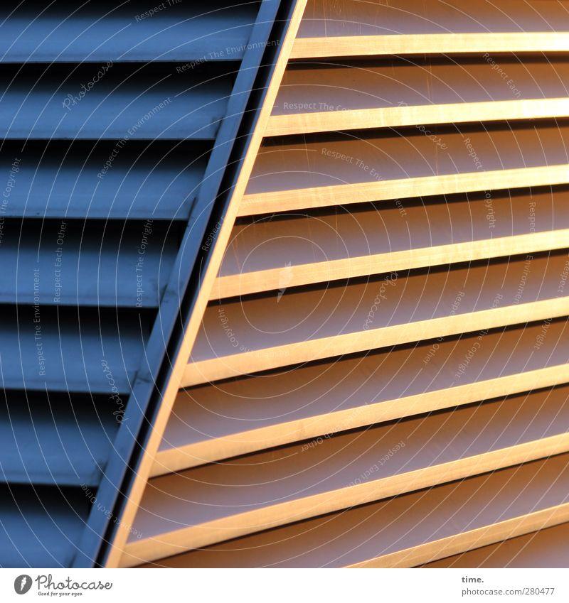 Abendfluchten Bauwerk Architektur Mauer Wand Sehenswürdigkeit Wahrzeichen Dockland Metall ästhetisch eckig elegant fest glänzend blau gold Partnerschaft Design