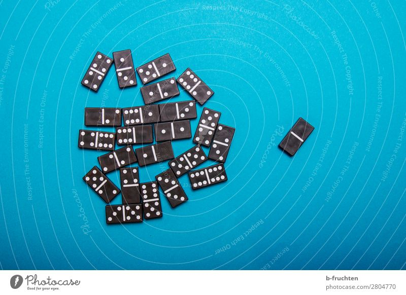 Alle gegen einen Freude Spielen Spielzeug Zeichen wählen beobachten Kommunizieren blau schwarz Optimismus Macht Akzeptanz Verantwortung Geschwindigkeit