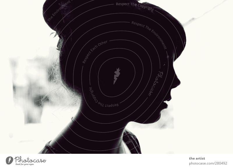 Black and White Mensch feminin Junge Frau Jugendliche Kopf 1 schwarz weiß Schwarzweißfoto Kontrast Silhouette Profil Blick nach vorn