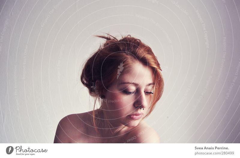 Raufaser liebe. feminin Junge Frau Jugendliche Körper Haut Kopf Haare & Frisuren Gesicht Mund Lippen 1 Mensch 18-30 Jahre Erwachsene Mauer Wand rothaarig