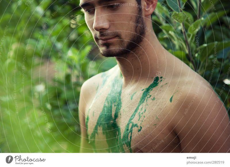saying goodbye sucks Mensch Natur Jugendliche grün Baum Erwachsene Umwelt Junger Mann 18-30 Jahre außergewöhnlich maskulin Sträucher Körpermalerei