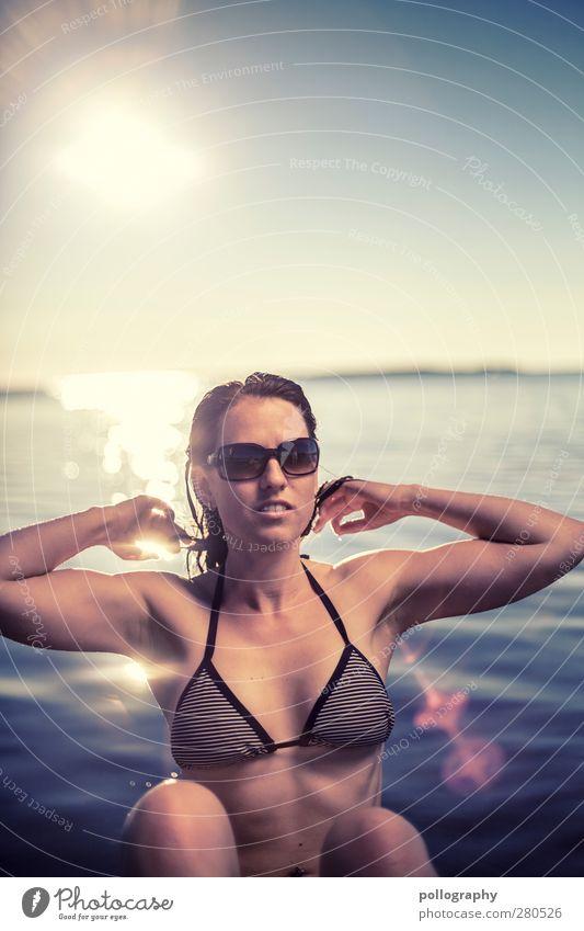 enjoy (VI) Mensch feminin Junge Frau Jugendliche Erwachsene Leben 1 18-30 Jahre Umwelt Wasser Wolkenloser Himmel Sonne Sommer Schönes Wetter Wellen Ostsee Meer