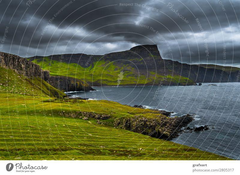 Klippen am Neist Point auf der Isle of Skye in Schottland Atlantik Aussicht Berge u. Gebirge Geologie Großbritannien Highlands Himmel Klima Küste Landschaft