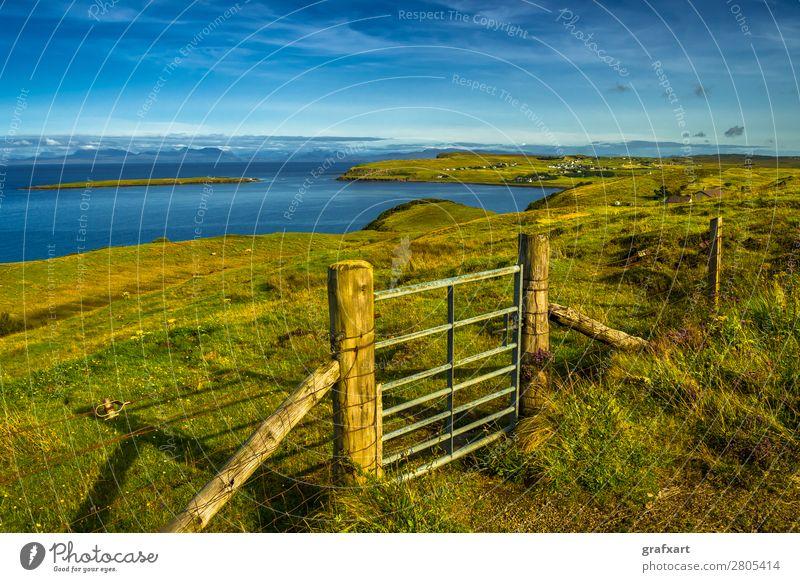 Geschlossenes Tor auf der Isle of Skye in Schottland Atlantik Ausgang Eingang Großbritannien Haus Hebriden Heidekrautgewächse Horizont Insel Küste ländlich
