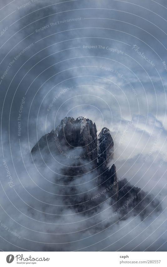oben alt Einsamkeit Wolken Winter Landschaft Ferne Berge u. Gebirge Stein träumen Eis Wetter außergewöhnlich groß hoch ästhetisch Abenteuer