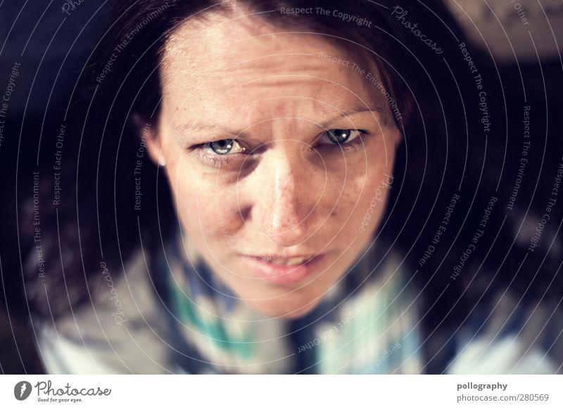 look up (II) Mensch feminin Junge Frau Jugendliche Erwachsene Leben Gesicht Auge 1 18-30 Jahre Schal Gefühle Verschwiegenheit Interesse Überraschung Unlust