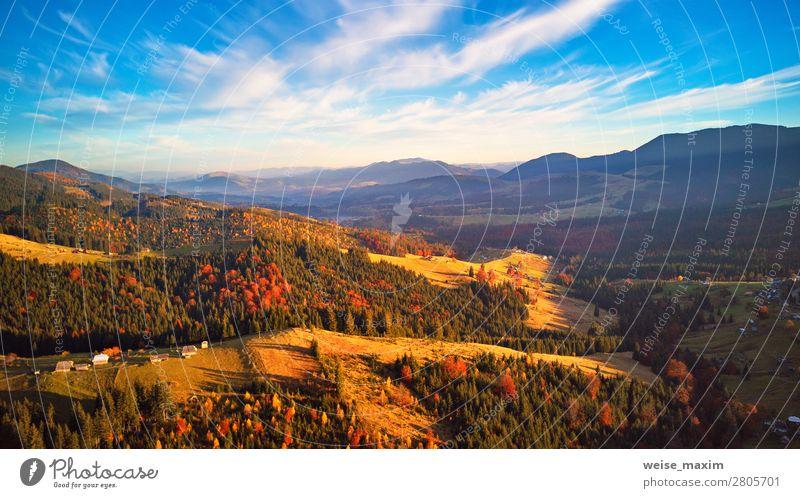 Sonnenlicht auf den Hügeln. Herbstlicher Sonnenuntergang auf den Bergen. schön Ferien & Urlaub & Reisen Tourismus Berge u. Gebirge Häusliches Leben Haus Hausbau