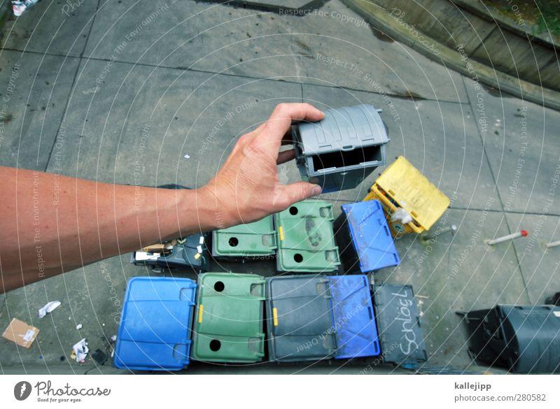 papierkorb entleeren Beruf Dienstleistungsgewerbe Mensch maskulin Hand Finger 1 Stadt Arbeit & Erwerbstätigkeit Fass Müllbehälter Recycling entsorgen Miniatur