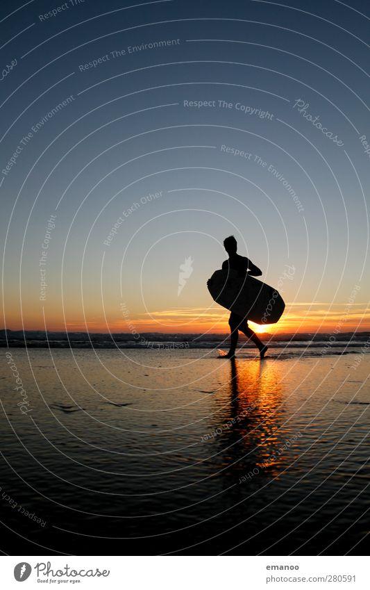 Mr. Skimboard Mensch Himmel Jugendliche Wasser Ferien & Urlaub & Reisen Sommer Meer Freude Strand Sport Küste Freiheit Junger Mann Stil Körper Wellen