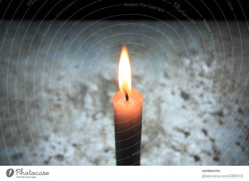 Kerze Freizeit & Hobby Häusliches Leben Nachtleben gut schön Flamme Docht Licht leuchten Beleuchtung hell Wärme trösten Wachs strahlend Farbfoto Gedeckte Farben