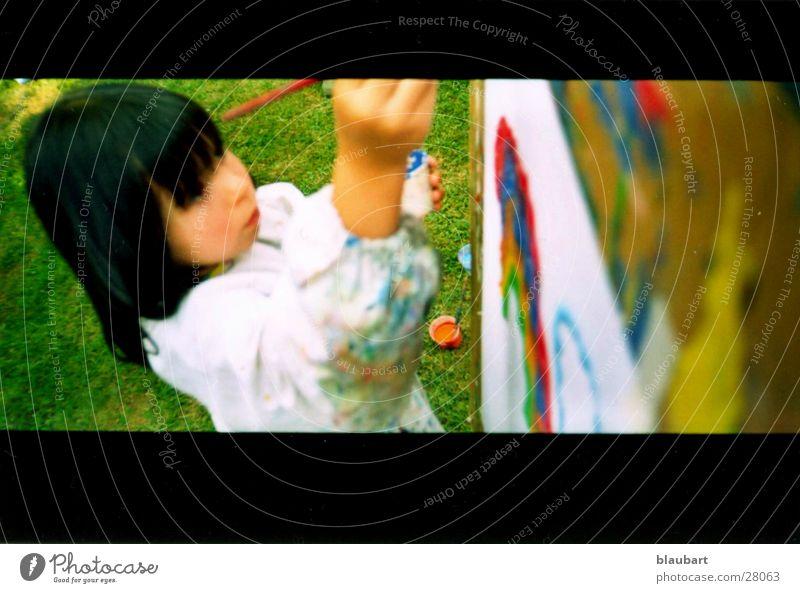 Künstlername So4 Kind Sommer schwarz Wiese Kunst frei streichen Kindergarten Regenbogen Kittel Arbeitsbekleidung