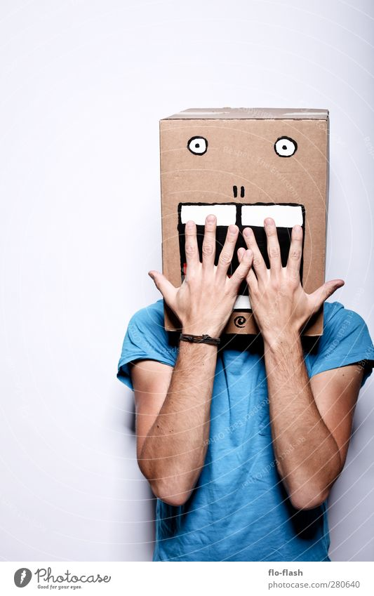 KARTOON · JON II Mensch Mann blau Freude Erwachsene lachen Kunst außergewöhnlich maskulin verrückt T-Shirt Todesangst gruselig Theaterschauspiel Karton trashig