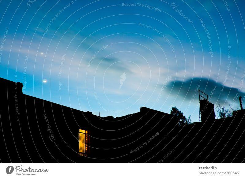 Venus. Mond. Dach. Himmel Natur Stadt Einsamkeit Haus dunkel Umwelt natürlich Glück Horizont Wohnung Zufriedenheit Wetter Häusliches Leben Klima Stern