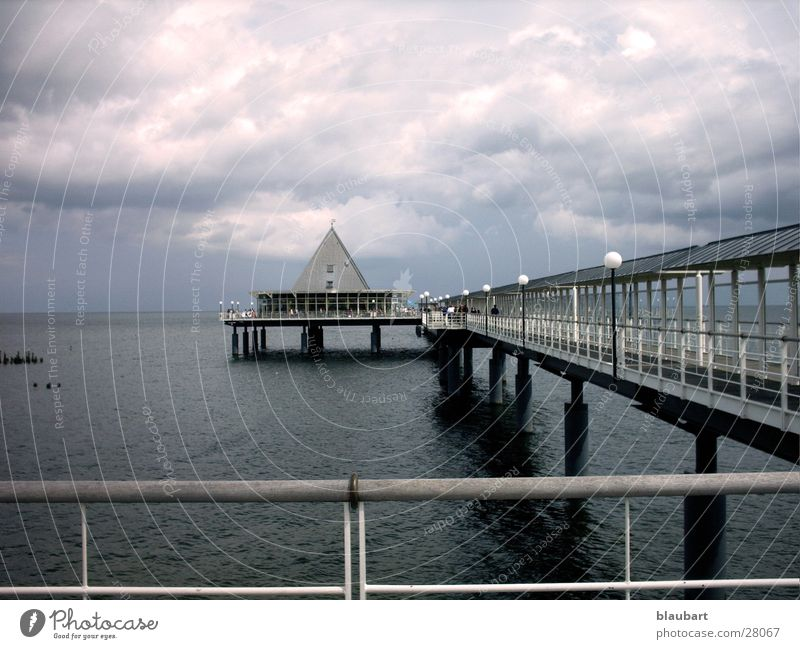Brrr.... Ahlbeck Wasser kalt grau See Regen Wind Wetter Europa Brücke Steg Ostsee