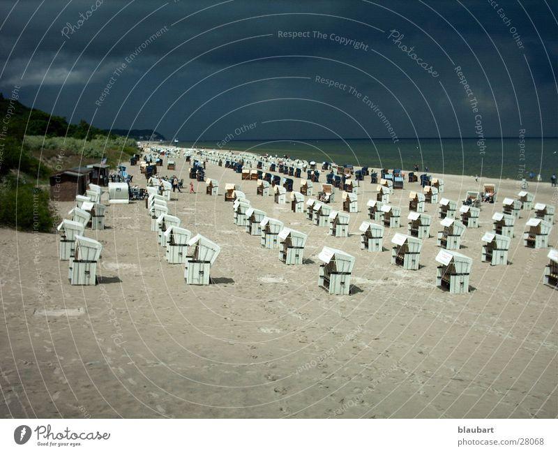 Regenschirm dabei? Strand Wolken Sand Europa Gewitter Ostsee Strandkorb