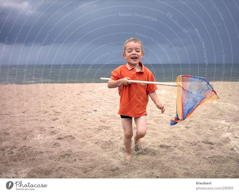 Nils auf Jagd Kind Mann Sand stehen Ostsee