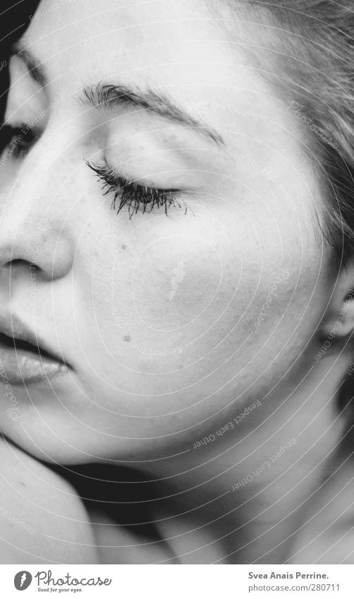wolle. feminin Junge Frau Jugendliche Körper Haut Kopf Haare & Frisuren Gesicht Auge Nase Mund Lippen 1 Mensch 18-30 Jahre Erwachsene Wimpern Denken schön