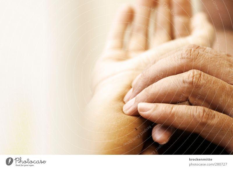 Heilende Hände Körper Haut Gesundheit Gesundheitswesen Behandlung Alternativmedizin harmonisch Wohlgefühl Sinnesorgane ruhig Finger berühren achtsam Fingernagel