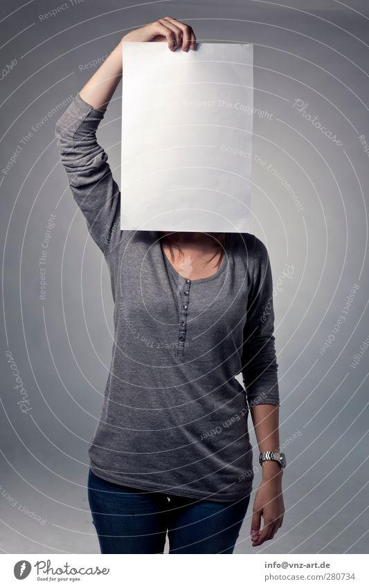 Paperportrait Lifestyle Stil Körper feminin Junge Frau Jugendliche Leben 1 Mensch 18-30 Jahre Erwachsene Jeanshose Papier Blick grau Coolness verdeckt Maske