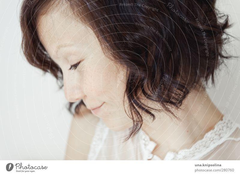 zwist ist mist Mensch Frau Jugendliche weiß schön Erwachsene Gesicht Liebe feminin Gefühle Haare & Frisuren Glück Stil Denken hell träumen