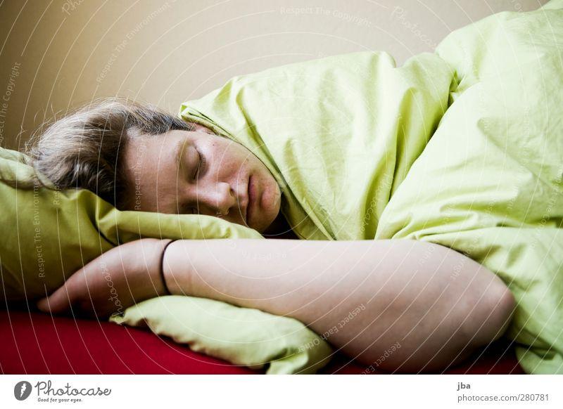 ausschlafen Mensch Frau Jugendliche grün rot ruhig Erwachsene Erholung Wärme feminin Junge Frau Haare & Frisuren 18-30 Jahre braun Arme