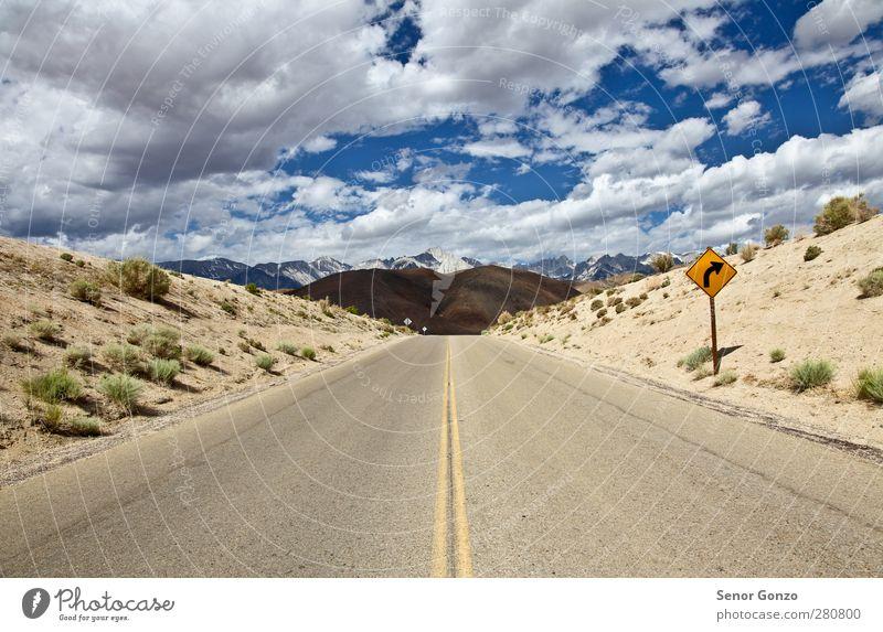 Himmel Natur Ferien & Urlaub & Reisen Sommer Sonne Einsamkeit Landschaft Wolken Berge u. Gebirge Straße Wege & Pfade Freiheit Sand Horizont Tourismus Verkehr