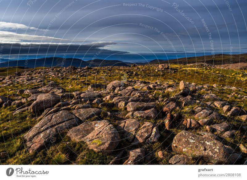 Applecross Pass und Isle of Skye in Schottland applecross Atlantik ausblick Berge u. Gebirge Gipfel Großbritannien Hebriden Highlands Hintergrundbild hoch Insel
